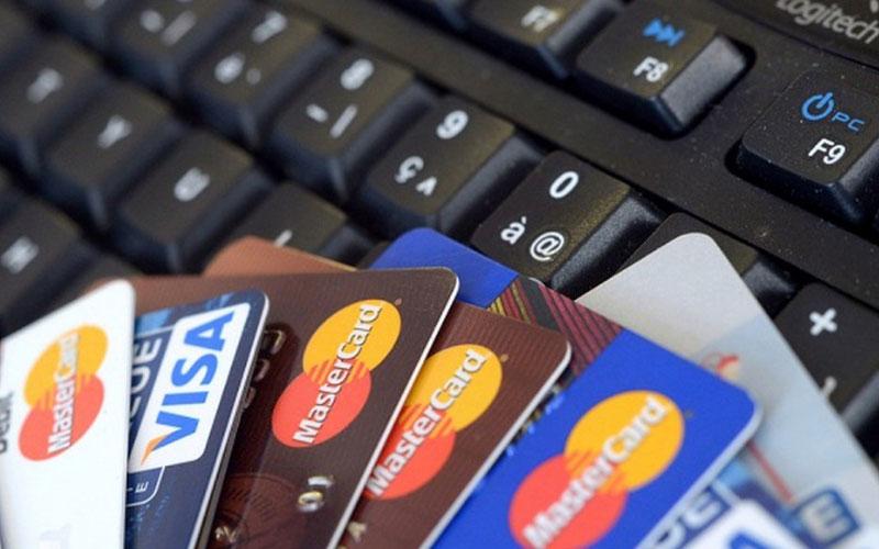 the-visa-mastercard-chay-quang-cao